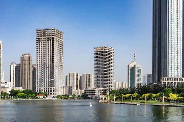 Paisagem arquitetônica ao longo do rio haihe em tianjin
