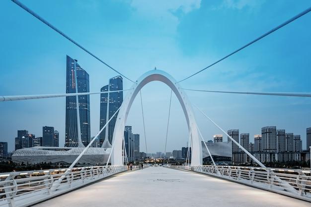 Paisagem arquitetônica da cidade de nanjing, província de jiangsu, ponte de pedestres nanjing eye