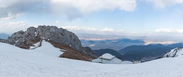 Paisagem bonita da montanha da neve do shangri-la, china.