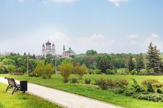 Paisagem bonita do parque de feofaniya em kyiv, ucrânia.