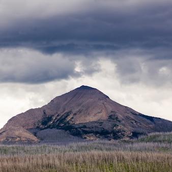 Paisagem, com, alcance montanha, em, a, fundo, indo-para-a-sol, estrada, browning, geleira nacional, p