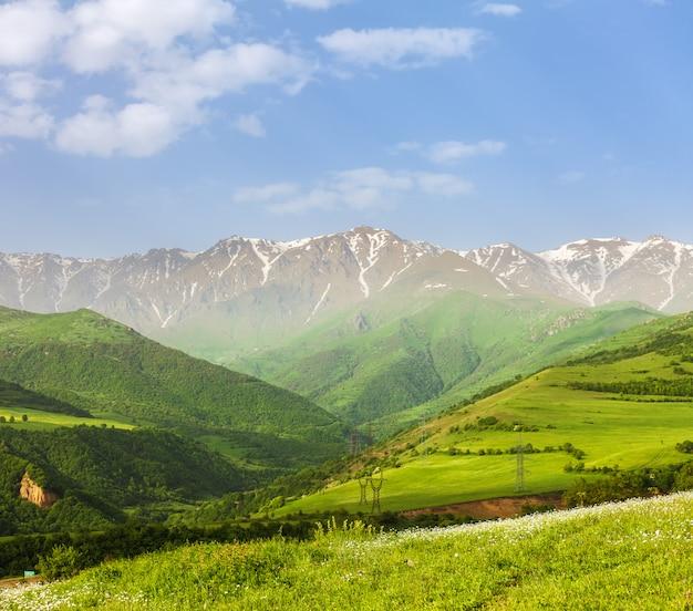 Paisagem com montanhas e céu