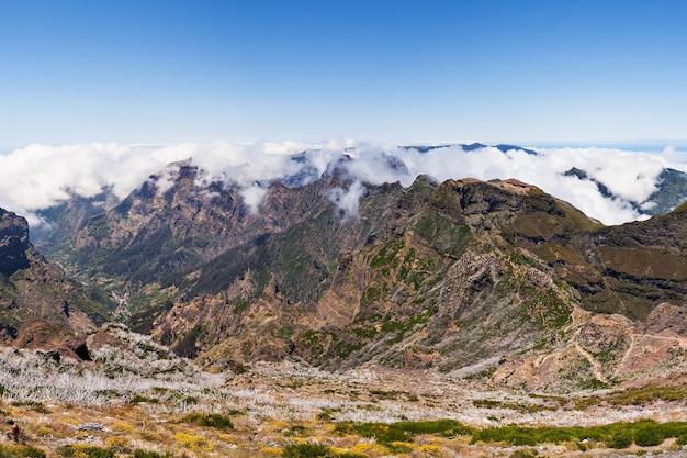 Paisagem da caminhada do pico do arieiro ao pico ruivo, ilha da madeira, portugal