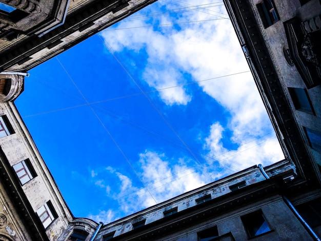Paisagem da cidade com vista para os telhados de são petersburgo 1