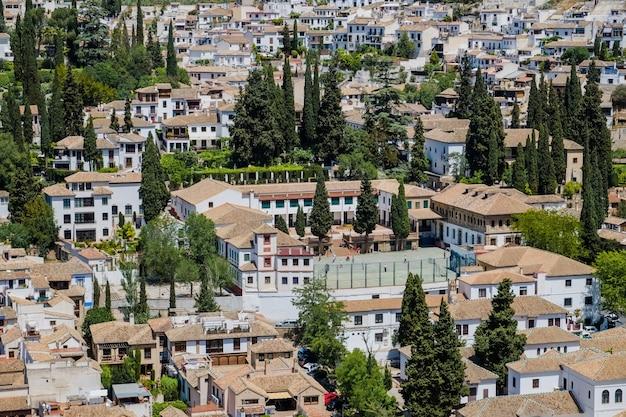 Paisagem da comunidade de albayzin perto do palácio de alhambra, granada, espanha.