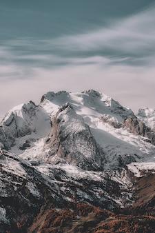Paisagem da montanha de neve