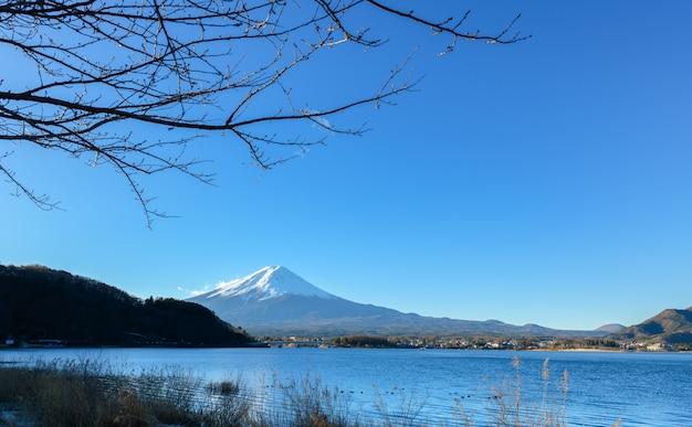 Paisagem da montanha fuji no lago kawaguchiko