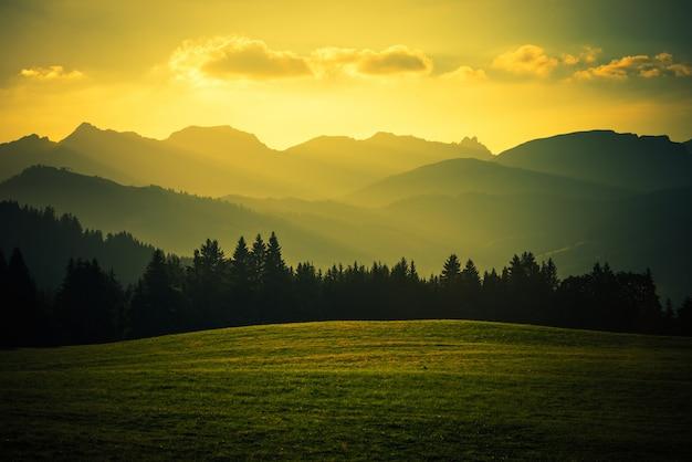 Paisagem da montanha panorâmica