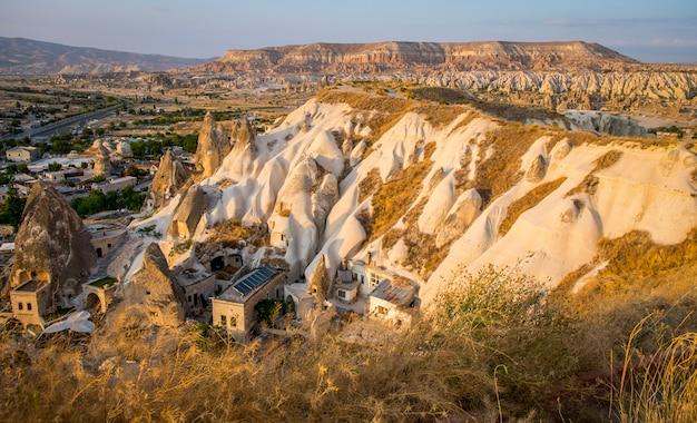 Paisagem da turquia de goreme vista formar a montanha em goreme cappadocia /