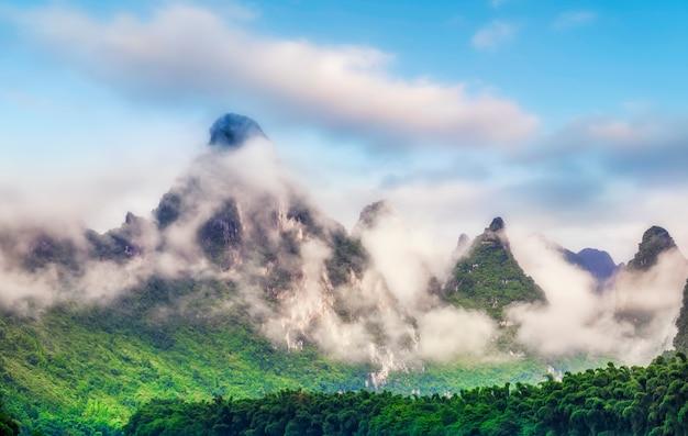 Paisagem das montanhas de lijiang