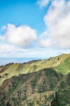 Paisagem das montanhas e das nuvens na ilha de tenerife, garganta masca.