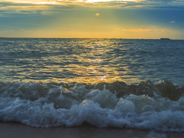 Paisagem das praias com o mar, pattaya tailândia
