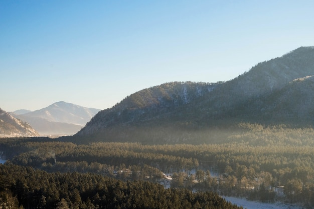 Paisagem de alta montanha de inverno