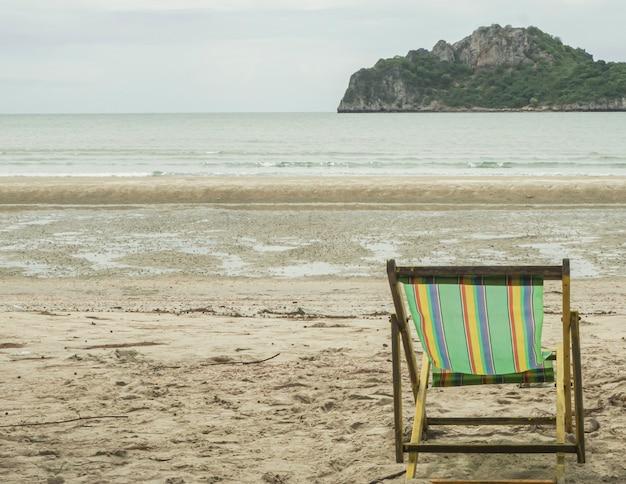 Paisagem de atrações à beira-mar na tailândia