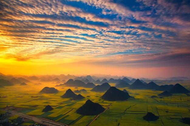 Paisagem, de, dourado, galo, hill :, luoping, yunnan, china