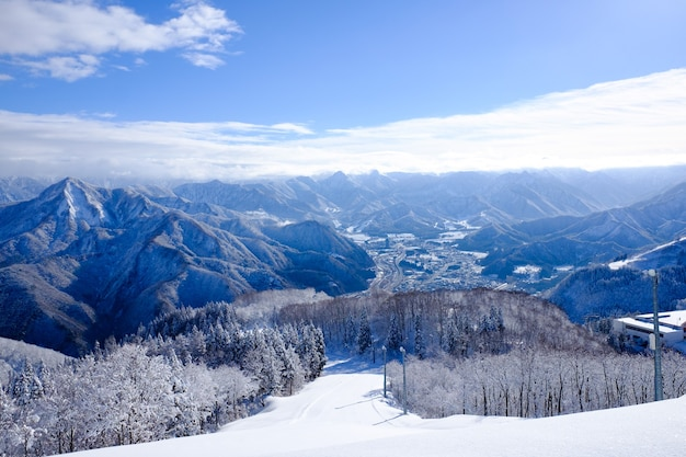 Paisagem de montanha de neve japonesa com vista deslumbrante