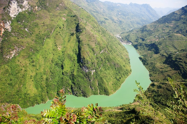 Paisagem de montanhas majestosas da natureza em ha giang, vietnã