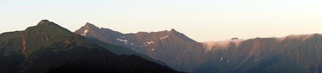 Paisagem de montanhas pela manhã, sochi