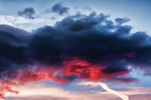 Paisagem de nuvens escuras