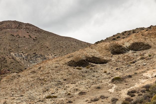 Paisagem de origem vulcânica localizada perto do escullos, parque natural de cabo de gata, espanha.