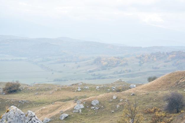 Paisagem de outono montanhas natureza viagem de ar fresco