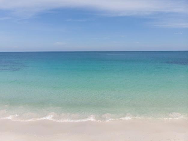 Paisagem de verão, praia e mar na tailândia