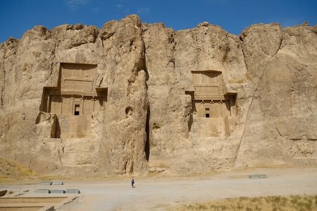 Paisagem do famoso marco naqsh-e rustam no irã
