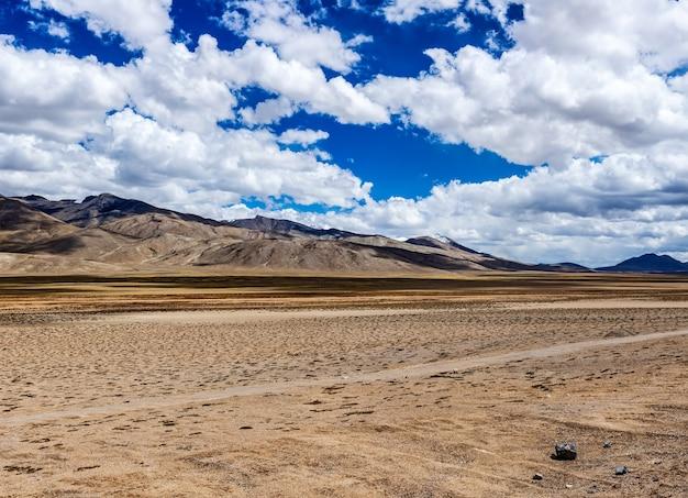 Paisagem do himalaia em ladakh índia