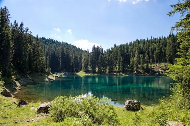 Paisagem do lago em trentino alto adige