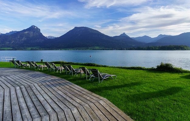 Paisagem do lago wolfgang pela manhã, st. wolfgang im salzkammergut, áustria