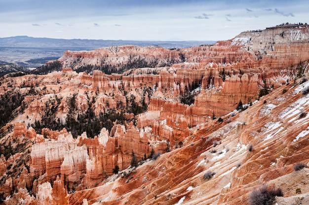 Paisagem do parque nacional bryce canyon, em utah, viajar nos eua