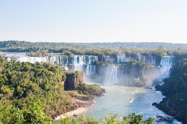 Paisagem do parque nacional das cataratas do iguaçu, argentina. patrimônio mundial. viagem de aventura na américa do sul