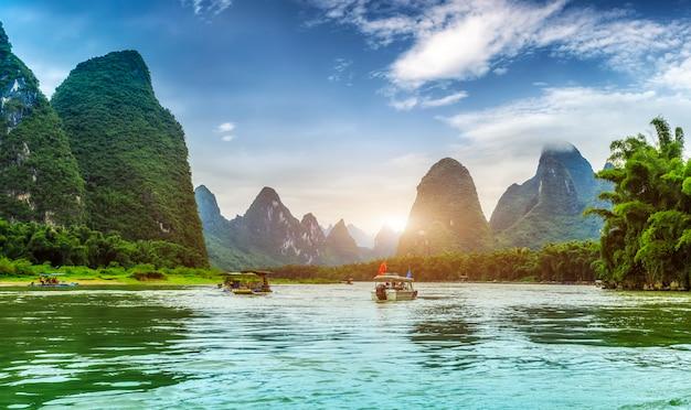 Paisagem do rio lijiang em yangshuo