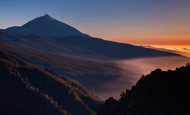 Paisagem do vulcão teide em tenerife, espanha. natureza selvagem incrível na europa.
