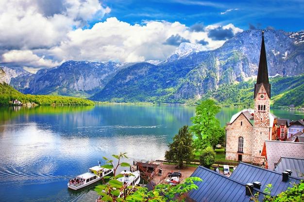 Paisagem dos alpes austríacos, bela vila de hallstatt, natureza na áustria
