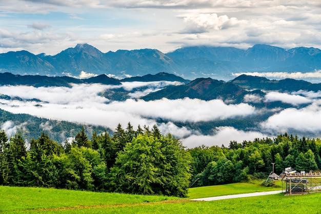 Paisagem dos alpes julianos na eslovênia