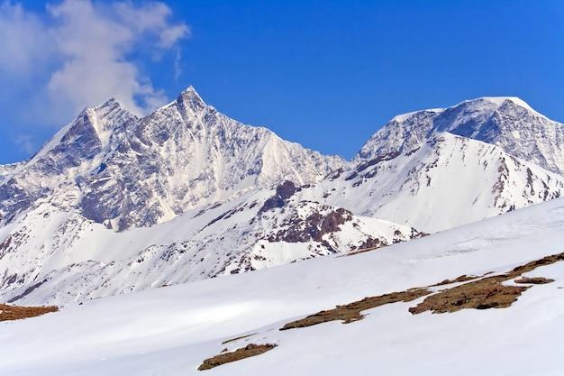 Paisagem dos alpes suíços lacated em gornergrat zermatt city, suíça