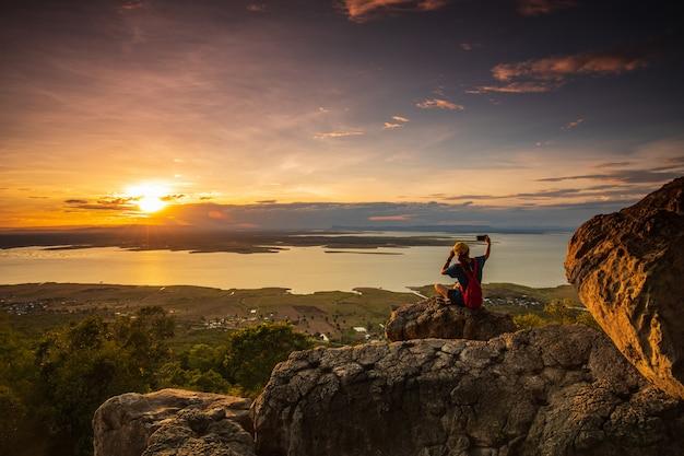 Paisagem durante o pôr do sol