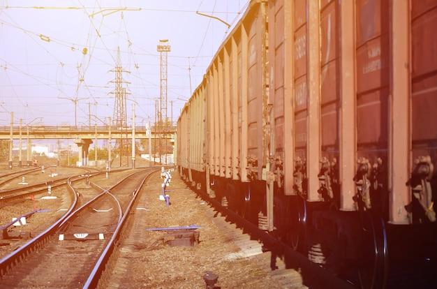 Paisagem ferroviária de manhã