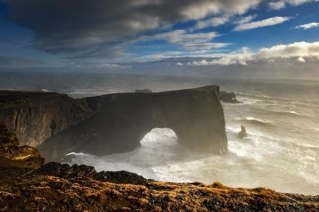 Paisagem islandesa, costa de vik na islândia, islândia