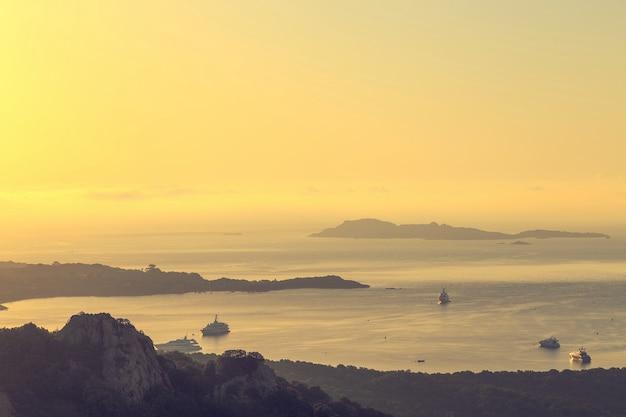 Paisagem mediterrânea no início da manhã.