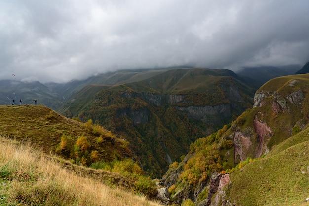 Paisagem montanha, perto, gudauri, de, georgia-russia, amizade, monumento, geórgia