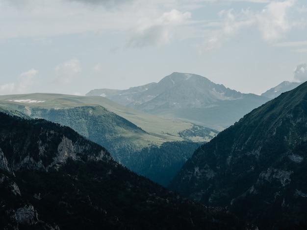 Paisagem, montanhas altas, nevoeiro, nuvens, natureza, ar fresco