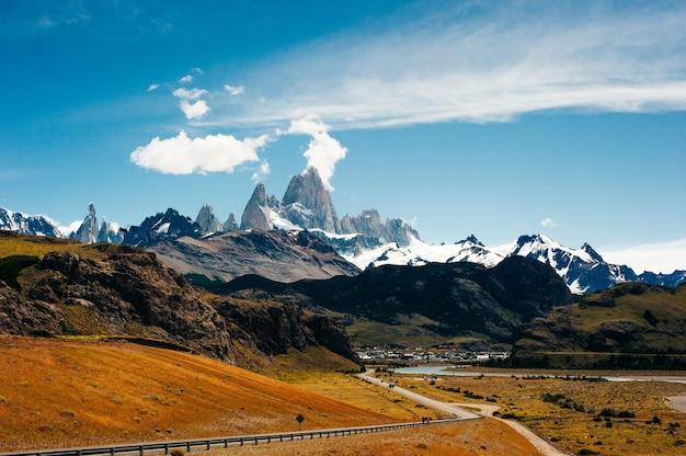 Paisagem montanhosa com o monte fitz roy e a laguna de los tres no parque nacional los glaciares
