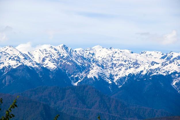 Paisagem montanhosa de egrisi, paisagem de inverno em samegrelo, geórgia