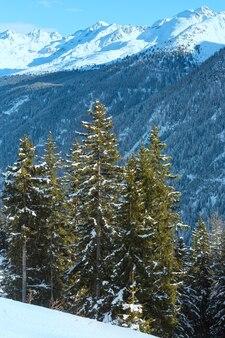 Paisagem montanhosa de inverno. região de esqui kappl nas montanhas tirolesas, na áustria.