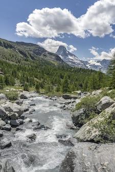 Paisagem montanhosa em zermatt, suíça