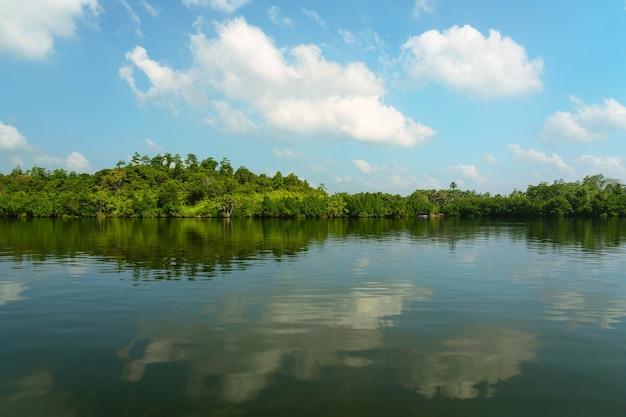 Paisagem natural do lago aldeia koggala