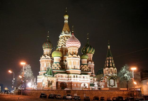 Paisagem noturna na catedral vasily blazhenny em moscou