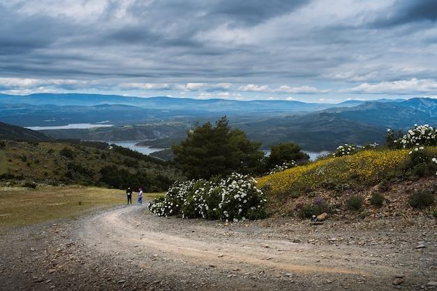Paisagem perto da barragem atazar (madrid, espanha)